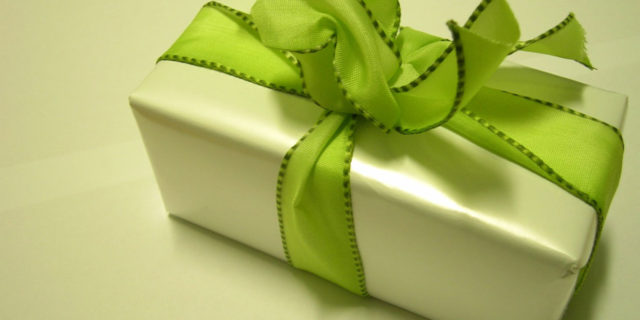 how to make a gift bow out of ribbon
